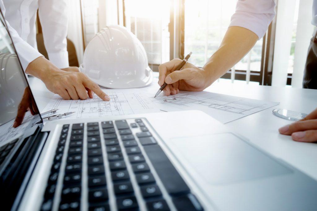engineer-meeting-for-architectural-project-working-with-partner-1-1024x683 %categoria O que é um projeto de interiores? Aprenda agora!